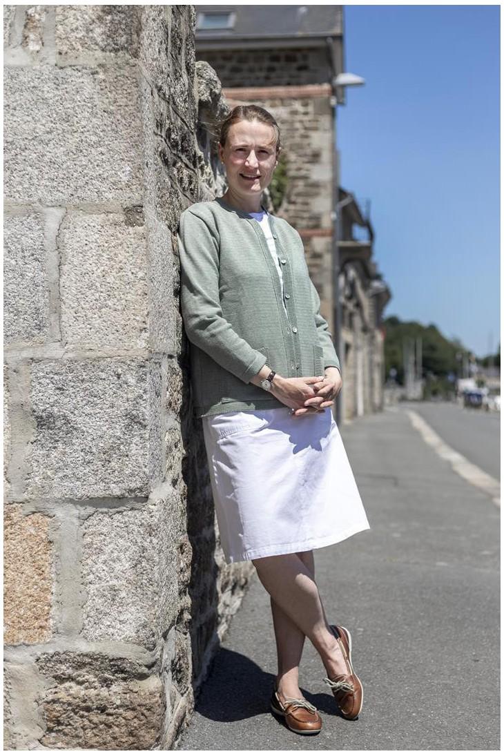 Gilet col rond BORNEO vert - 50% coton coupe droite, poches plaquées.