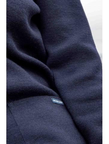 Veste boutonnée pure laine coupe confort, avec deux poches.